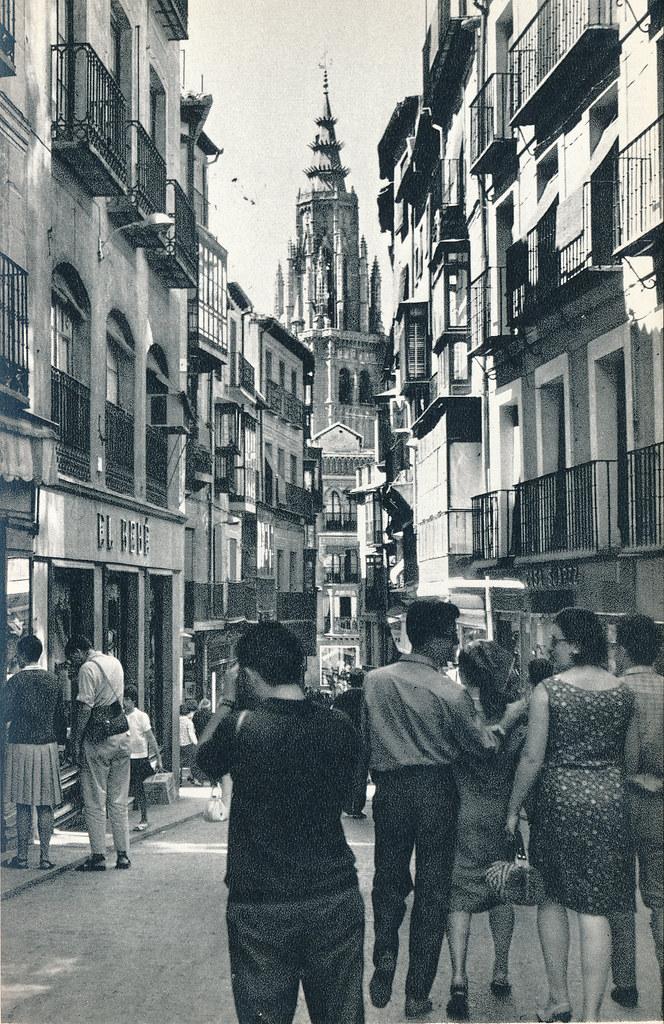 Calle ancha en Toledo hacia 1967 por Marc Flament