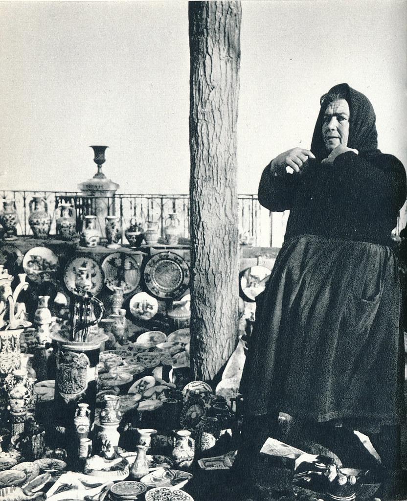 Una bargueña en el mercadillo del Martes en el Miradero en Toledo hacia 1967 por Marc Flament