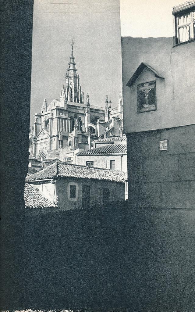 Vista de la Catedral desde la Bajada de San Justo en Toledo hacia 1967 por Marc Flament