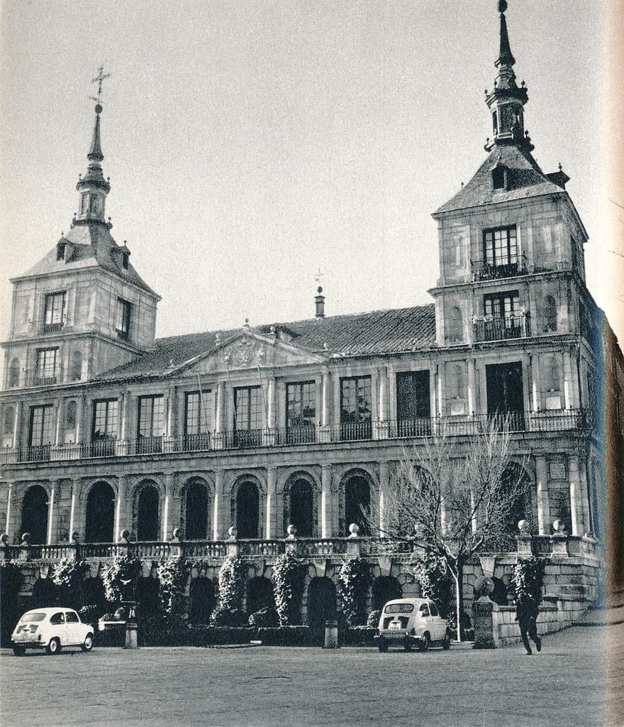 Plaza de Ayuntamiento de Toledo hacia 1967 por Marc Flament