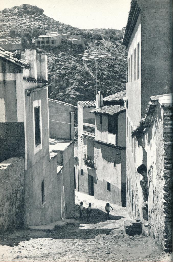 Calle de los Tintes en Toledo hacia 1967 por Marc Flament