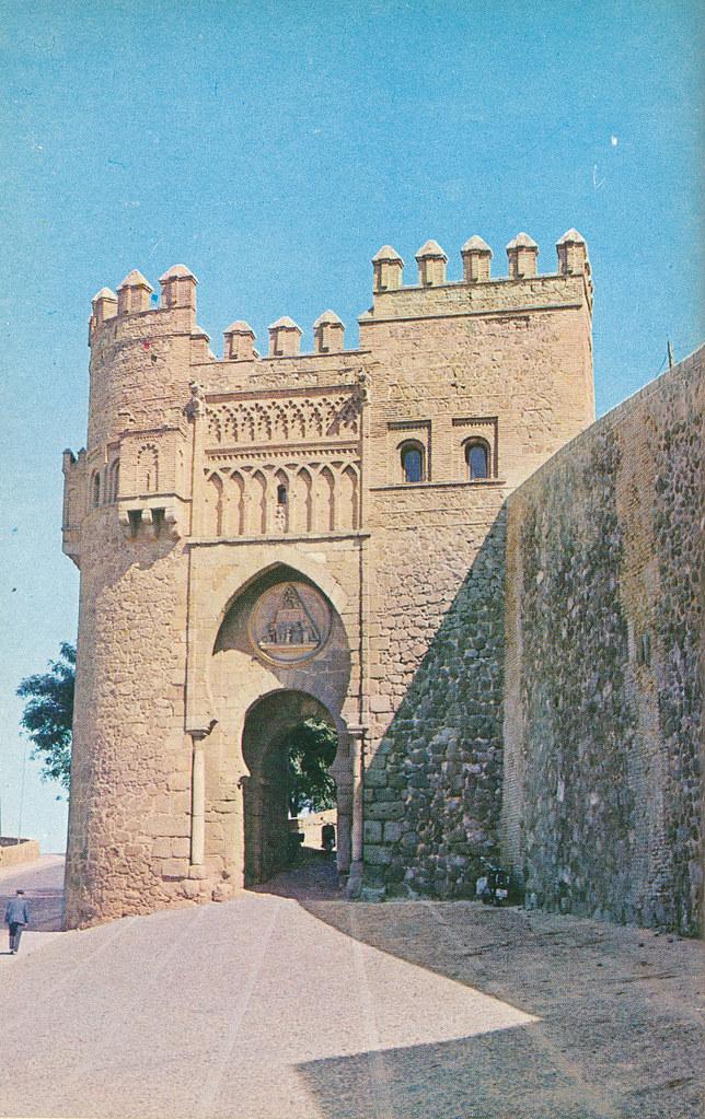 Puerta del Sol en Toledo hacia 1967 por Marc Flament