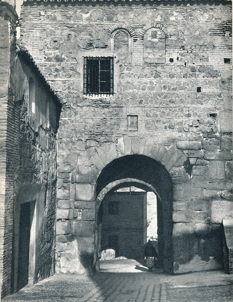 Puerta de Valmardón en Toledo hacia 1967 por Marc Flament