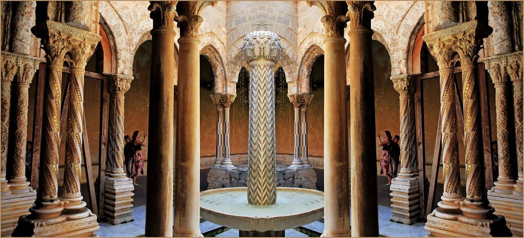 Colonne de la fontaine du Roi, Cloître du monastère bénédictin du Duomo Duomo Santa Maria La Nuova, Monreale, Palerme, Sicile, Italie