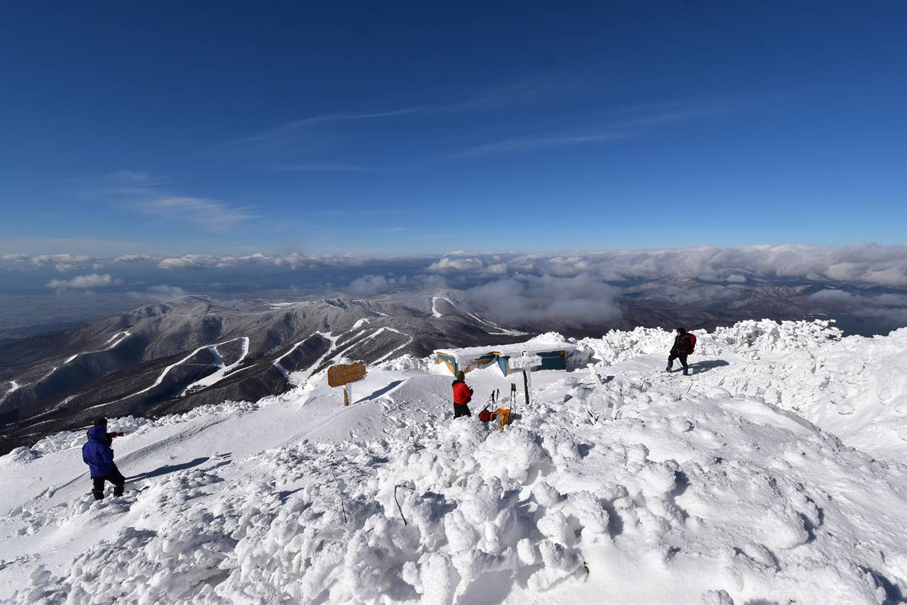 冬の磐梯山山頂
