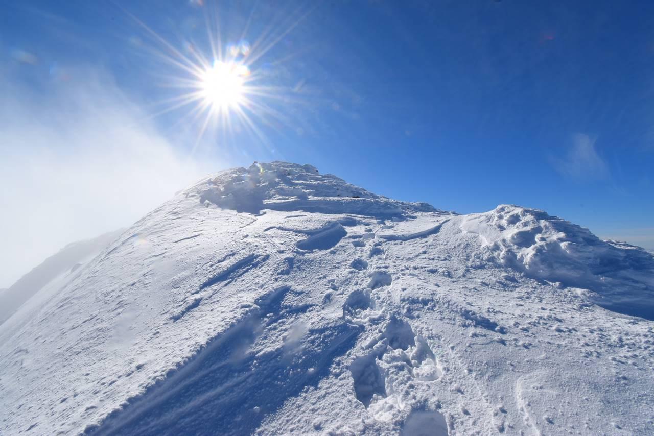 冬の磐梯山登山 山頂直下