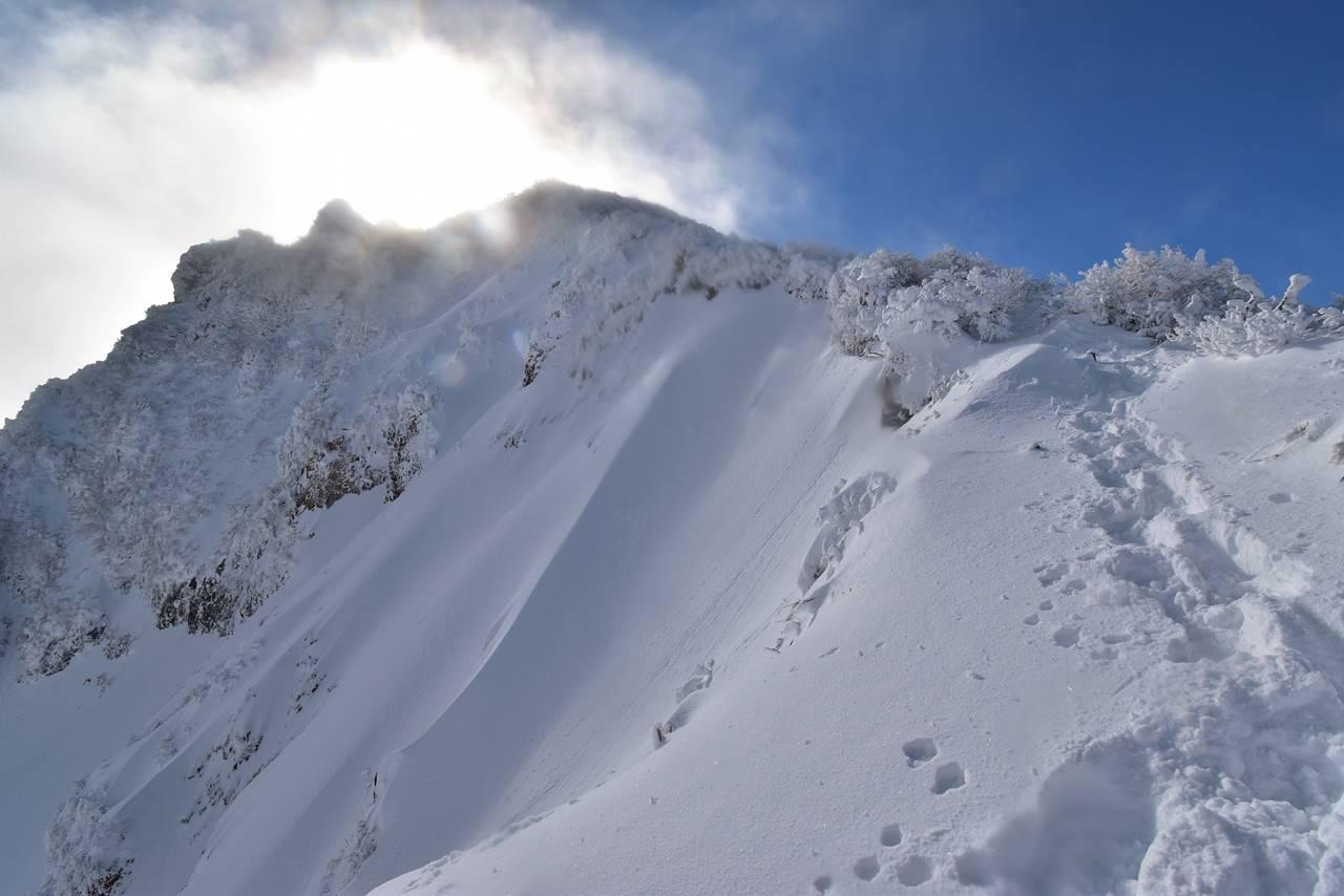 冬の磐梯山登山 山頂間近