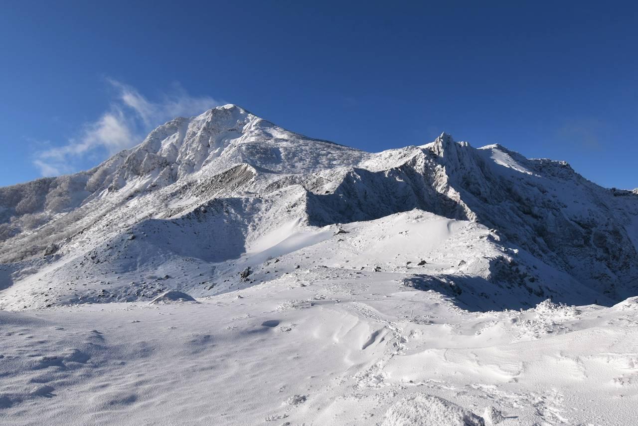 冬の磐梯山の雪景色 日帰り登山