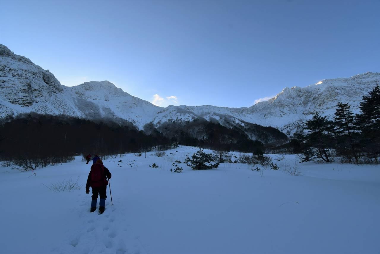 冬の磐梯山 火口原からの雪景色