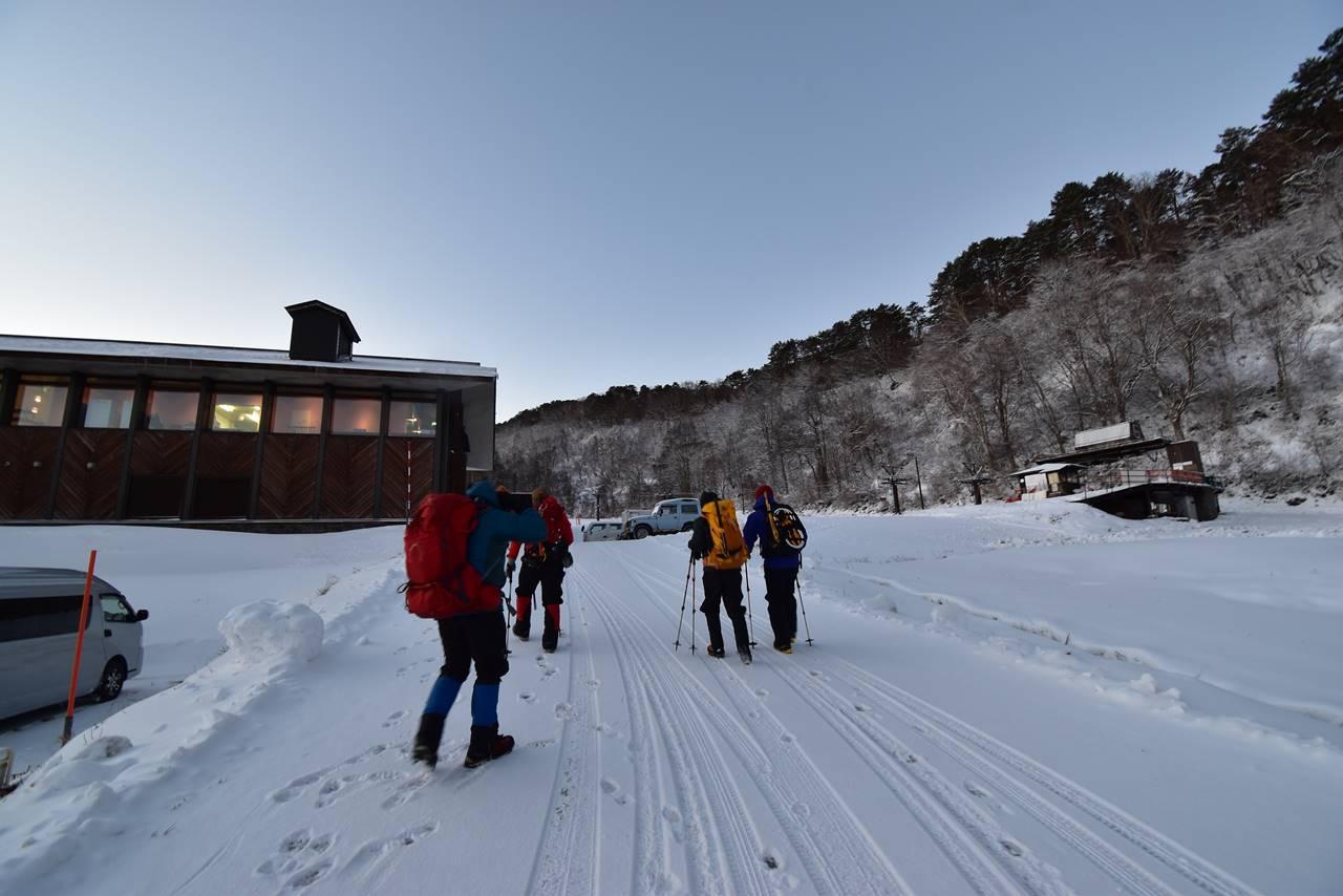 裏磐梯スキー場から雪山登山スタート