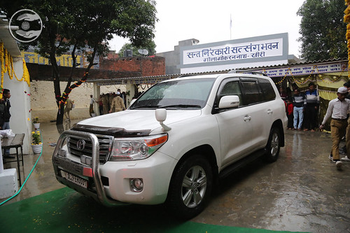 HH after concluding Namaskar at Gola Gorakhnath Khiri, UP