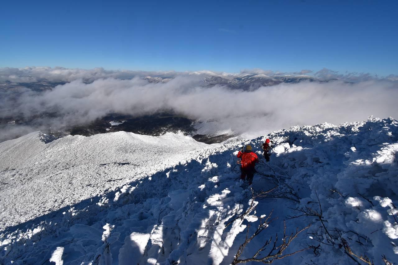 磐梯山山頂から下山