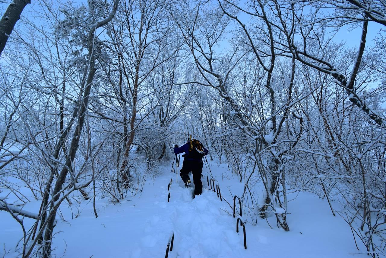 冬の磐梯山 稜線までの急登