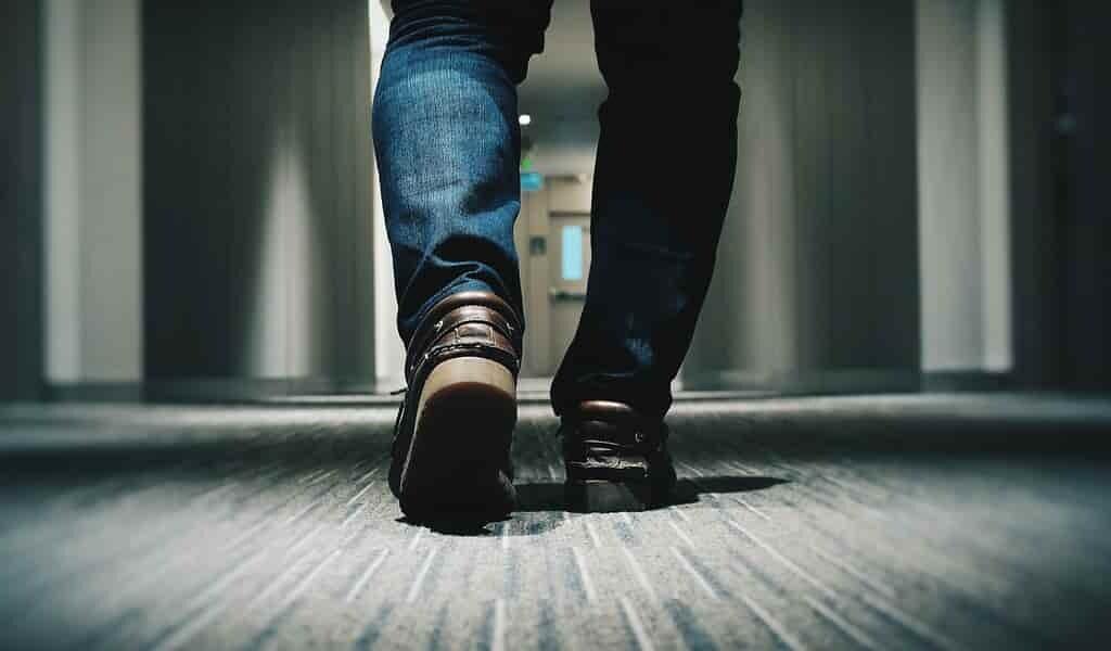 marcher-avec-des-chaussures-pourrait-nuire-à-la-santé
