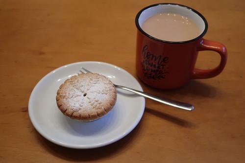 Am Vortrag übrig gebliebener Walkers Luxury Mince Pie zum Nachmittagskaffee