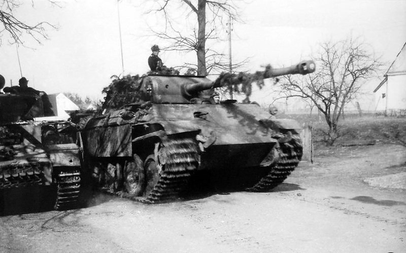"derpanzergraf: A Panther V Ausf. G of the 1st Paratrooper-Panzer Division ""Hermann Göring"" overtakes a Panzer IV near the town of Hochkirch on April 23, 1945, during violent fighting against the 2. Polish Army."