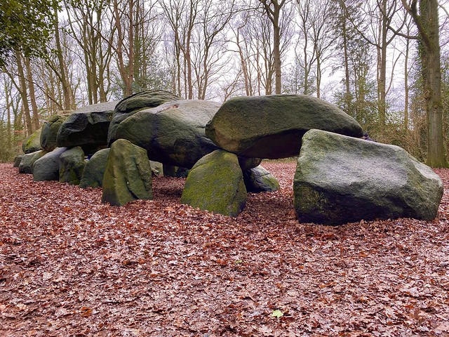 megalithic tombs - D27
