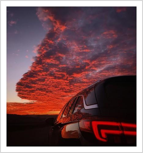smartphonephotography googlepixel3xl sachsen saxony himmel sky wolken clouds sonnenuntergang sunset feistenberg heidenau auto car opel opelastrak