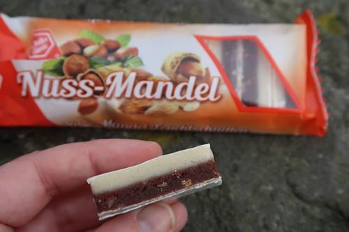 """Nuss-Mandel-Schnitte bei einer Rast auf dem Rundwanderweg """"TERRA.track Ganz oben"""""""