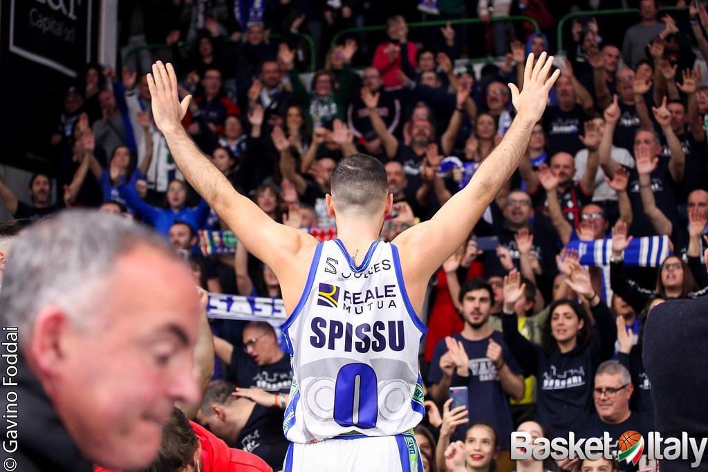 Sassari ritrova il sorriso, a Pesaro sono Spissu e soci a mettere a segno la prima vittoria stagionale