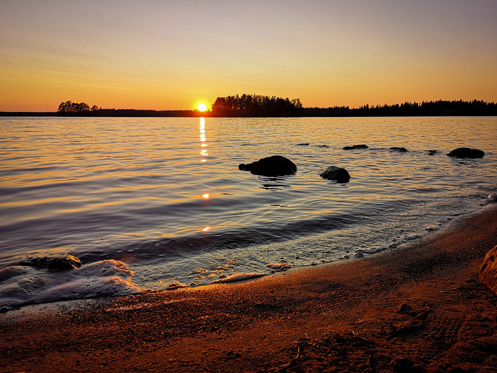 Conscious traveller's new year's resolutions and a sunset in Pinkjärvi, Eurajoki