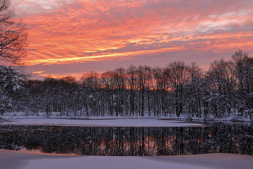 snow sunset eveningglow pond reflections trees clouds 裏磐梯