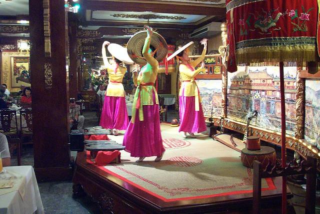 DCP_1080ロイヤルコートヴェトナム民族舞踏