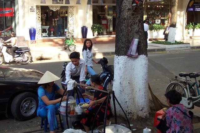 DCP_1066喫茶店前
