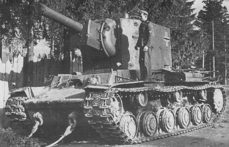 格鲁内-特费尔:两辆KV-2重型坦克之一——指定为PzKpfw754®——被德国士兵俘虏和修理,用269,269装甲兵。1941年12月,婴儿师。