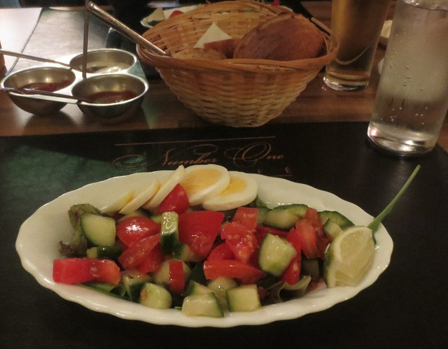 number_one_cafe_salad