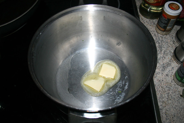 61 - Butter in Topf erhitzen / Heat butter in pot