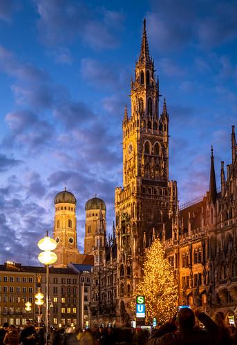 marienplatz münchen munich deutschland germany sunrise blue hour blaue stunde leica sl2 weihnachtsbaum christmas happy new year