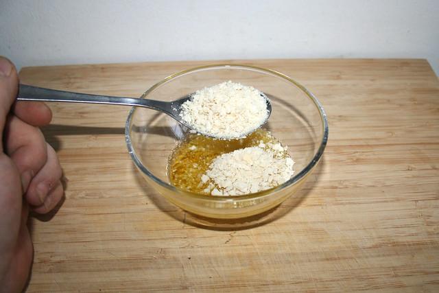 44 - Olivenöl & Semmelbrösel in Schüssel geben / Put olive oil & breadcrumbs in bowl