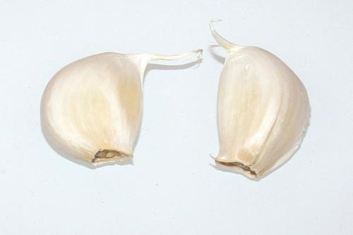 05 - Zutat Knoblauchzehen / Ingredient garlic cloves