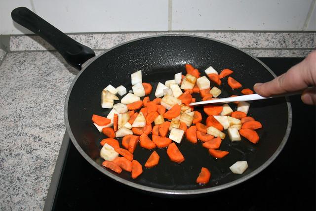 32 - Wurzelgemüse anbraten / Fry root vegetables