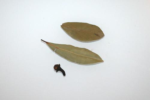 10 - Zutaten Lorbeerblätter & Nelken / Ingredient bay leafs & clove