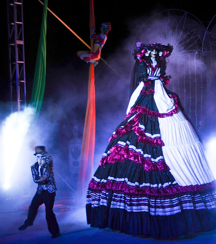 Gigante with more characters hidden under her skirts at the acrobatic show at the amphitheatre in Puerto Vallarta, Mexico