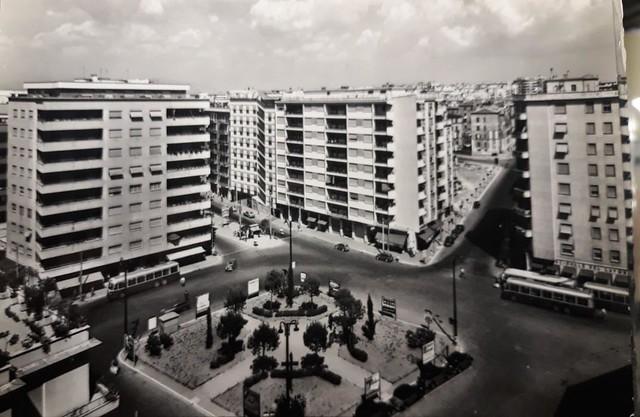 fliobus roma anni 50 - capolinea linea 58 atac a piazza santa emerenziana - italia - quartiere trieste