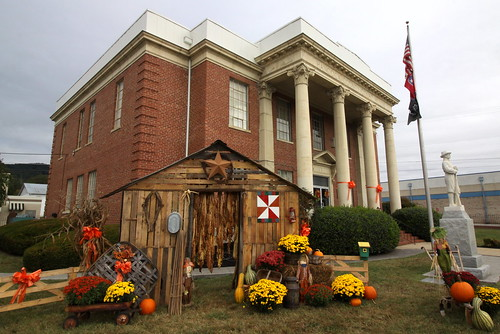 Hancock Co. Courthouse with fall Tobacco display - Sneedville, TN