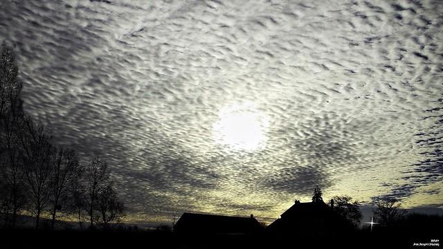 Si longue que soit une nuit d'hiver, le soleil la suit.