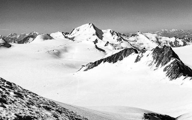 Ötztaler Alpen - the Weißkugel (3738m) from the  Fluchtkogel (3494m)