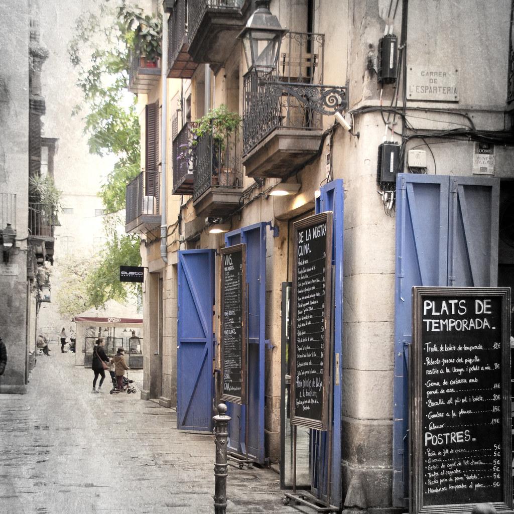 bBcn054:  Barcelona - Ciutat Vella - Sant Pere, Santa Caterina i La Ribera