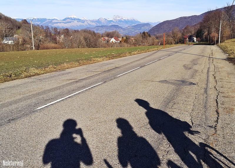 Trois ombres sur le bitume de Sain-jean-le-Vieux: tremblez pauvres chauffards!!
