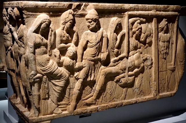 Sarcòfag romà: Aquil·les fa pesar el cadàver d'Hèctor per demanar-ne el rescat / Roman sarcophagus: Hector's body weighed to determine its ransom