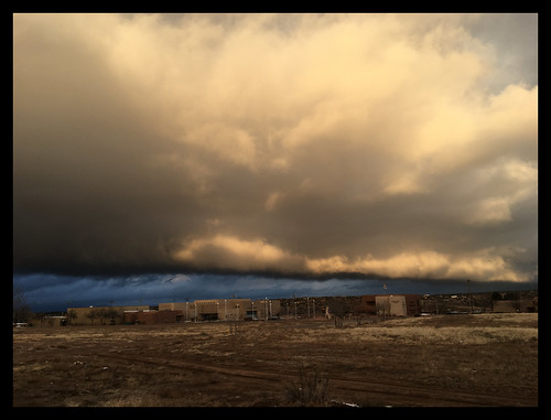 sky weather sunrise clouds ominous brown dark blue gray white cell cellphone apple iphone 6s winter newmexico santafe santafenewmexico southwest december 2019 jensphotography jenniferholcombe travel tourist vacation