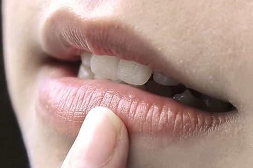Phun môi không lên màu nên làm gì