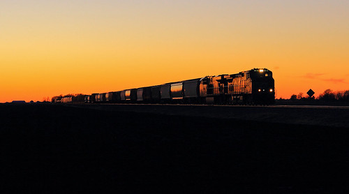norfolksouthern springfieldhannibaldistrict newyearsday ns9366 ns148 farleyslane dash944cw sunset