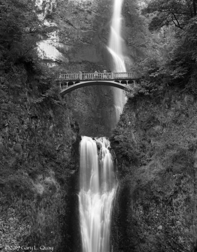 multnomahfalls waterfall oregon columbiagorge famousplace pacificnorthwest autumn fall film largeformat viewcamera filmphotography westernusa garyquay sinar ilford ortho ilfordphoto