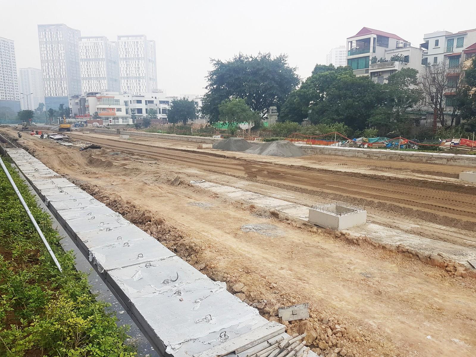 Cập nhật tiến độ xây dựng con đường trước Kosmo Tây Hồ