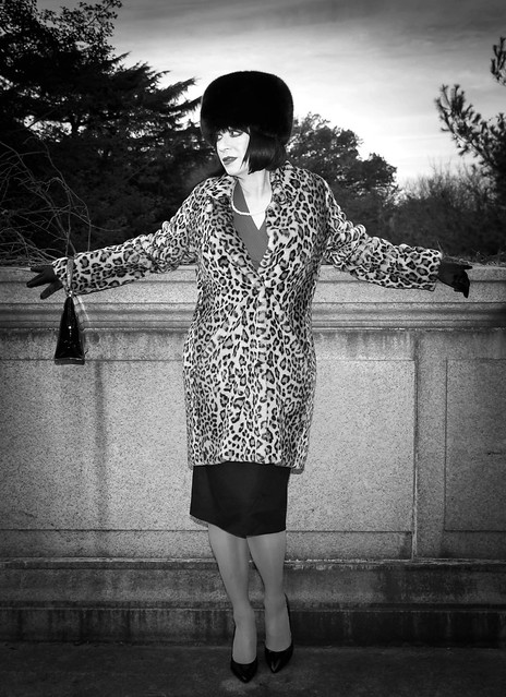 Winter in Washington DC and we'll equipped with leopard print fur CK coat and fox hat. black pocketbook , black gloves and classic black 👠 pumps to give me that 1959 look.